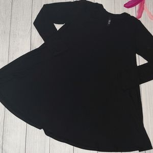 Size Medium I JOLIE Black Long Sleeve A-Line Dress